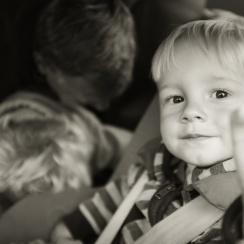 dziecko w aucie