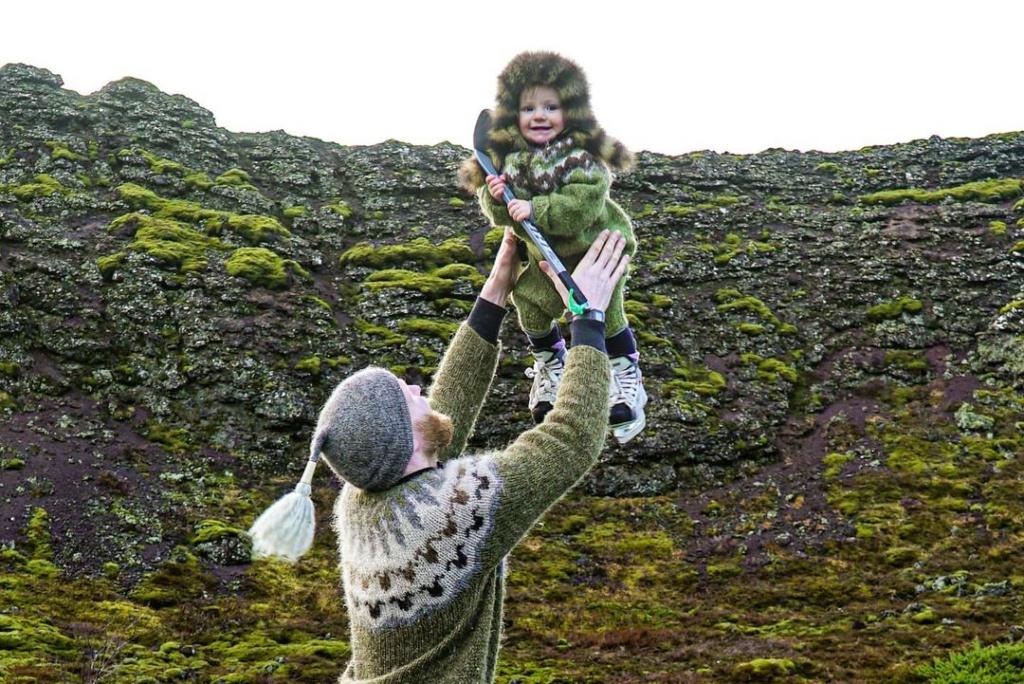 Islandia zdzieckiem. Ulfar ijego córka.